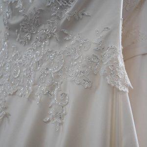 Brautstudio Offenborn - Brautkleid mit Glitzerverzierungen