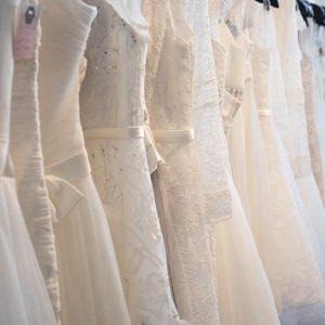 Brautstudio Offenborn - Brautkleider aufgereiht