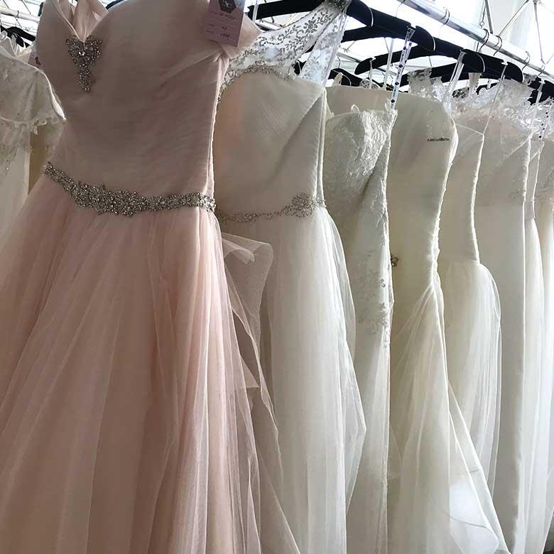 Brautstudio Offenborn - Auswahl Hochzeitskleider