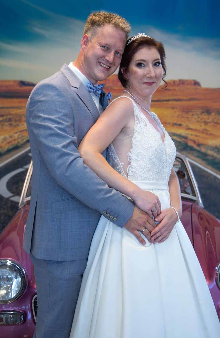 P&S Das Friseurduo - Gestyltes Brautpaar in Seitenansicht