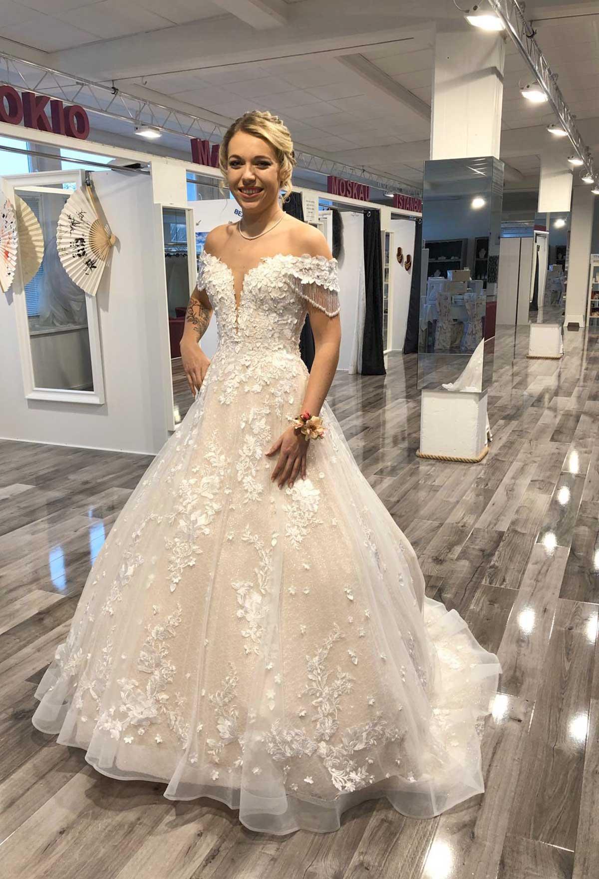 Brautstudio Offenborn - Hochzeitskleid schulterfrei