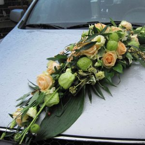 """Gärtnerei Hinze Lübeck Brautstrauß """"Just Celebrate"""" Autodekoration mit Blumen"""